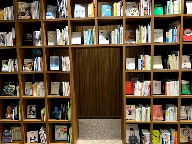 壁一面の書籍
